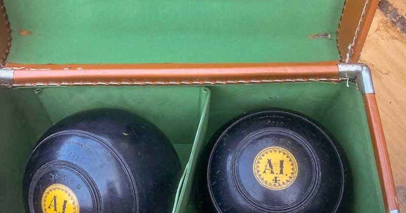 Set of 4 Lignum Vitae Lawn Bowles with hard case